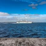 Irlandzki prom z 650 pasażerami uderzył w dok u wybrzeży Walii