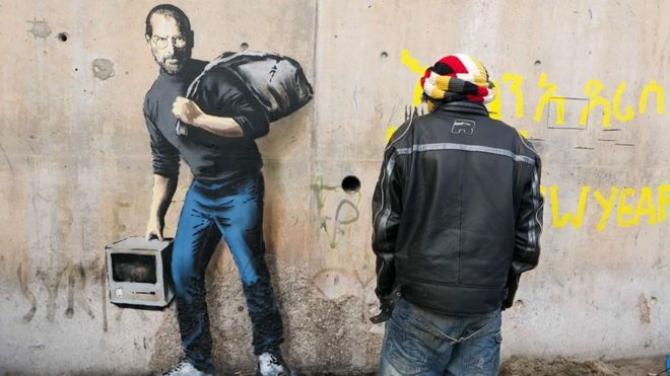 Steve Jobs z Dżungli w Calais -  przesłanie Banksy'ego