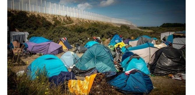 Powrót uchodźców do Calais - FTA ostrzega, mapka niebezpiecznych parkingów