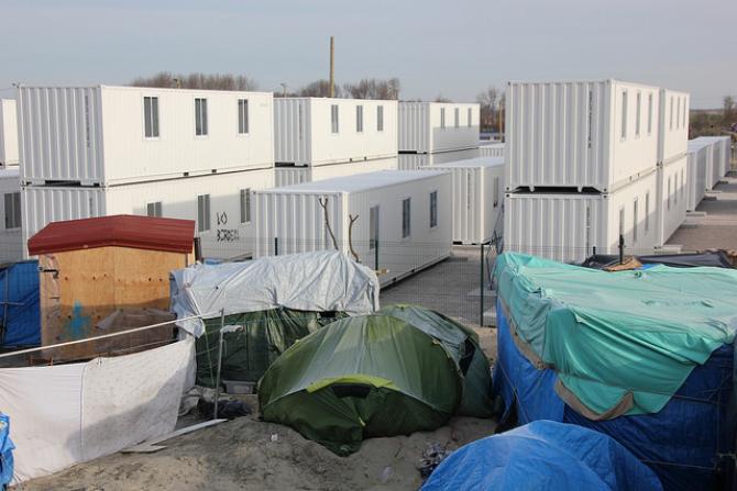 Calais: Francja chce zmusić 1000 imigrantów do przeniesienia