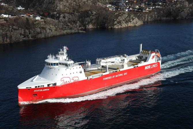 Norwegowie przenoszą transport milionów ton ładunków z dróg na morze