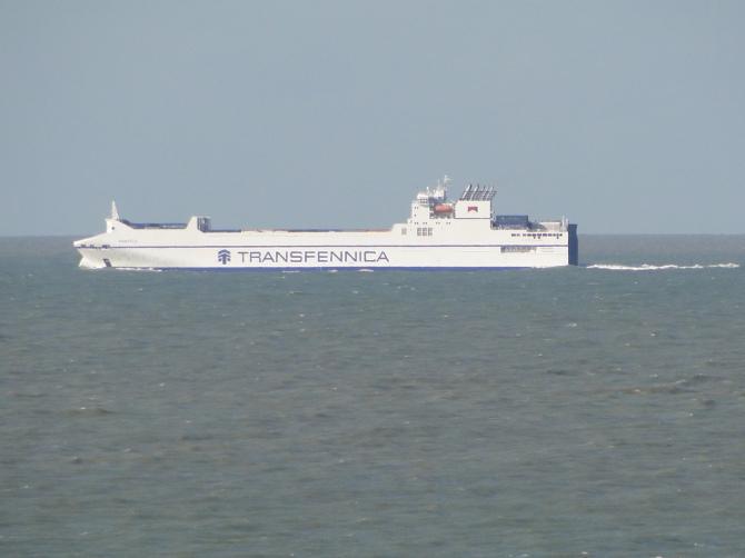 """Hiszpania-Anglia-Belgia - nowa """"trójkierunkowa"""" usługa towarowa typu ro-ro"""