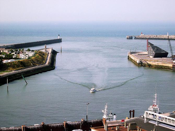 Związkowcy zablokowali w niedzielę dostęp do portu w Calais! Ruch został wznowiony