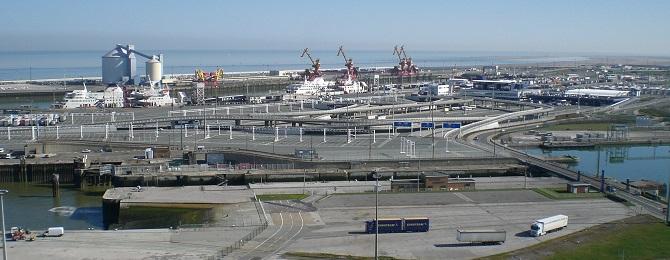 Czy 4-metrowy mur nieopodal Calais powstrzyma imigrantów?