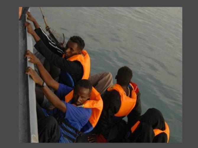 Obowiązek ratowania nielegalnych imigrantów zachęca ich do ryzyka?