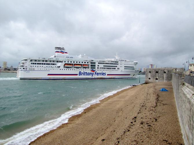 Radni miasta Plymouth wspierają Brittany Ferries