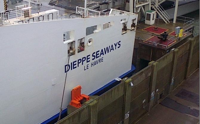 Promy do Anglii: DFDS wycofuje prom z połączenia Calais-Dover